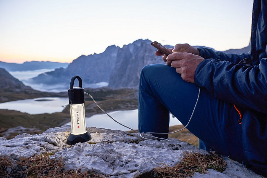 led light for emergencies and camping